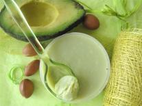 Beurre corporel nourrissant à l'Avocat peaux sèches et sujettes à inconfort