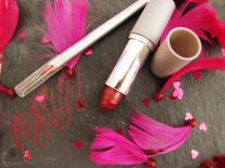 Rouge à lèvres à la fraise des bois et son crayon à lèvres assorti