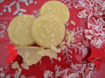 Palets de chocolat blanc « maison » à la noix de coco